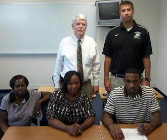 Basketball's Quinton Wood signs with Reinhardt University
