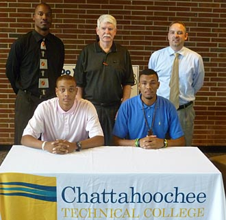 Men's basketball adds to signing class with two local products