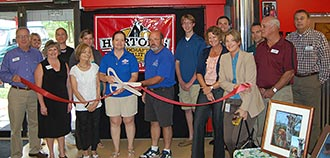 Horton's Pet Supply Ribbon Cutting