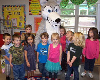 WILDWOOD�S MASCOT �FANG� VISITS PRE-SCHOOL STUDENTS